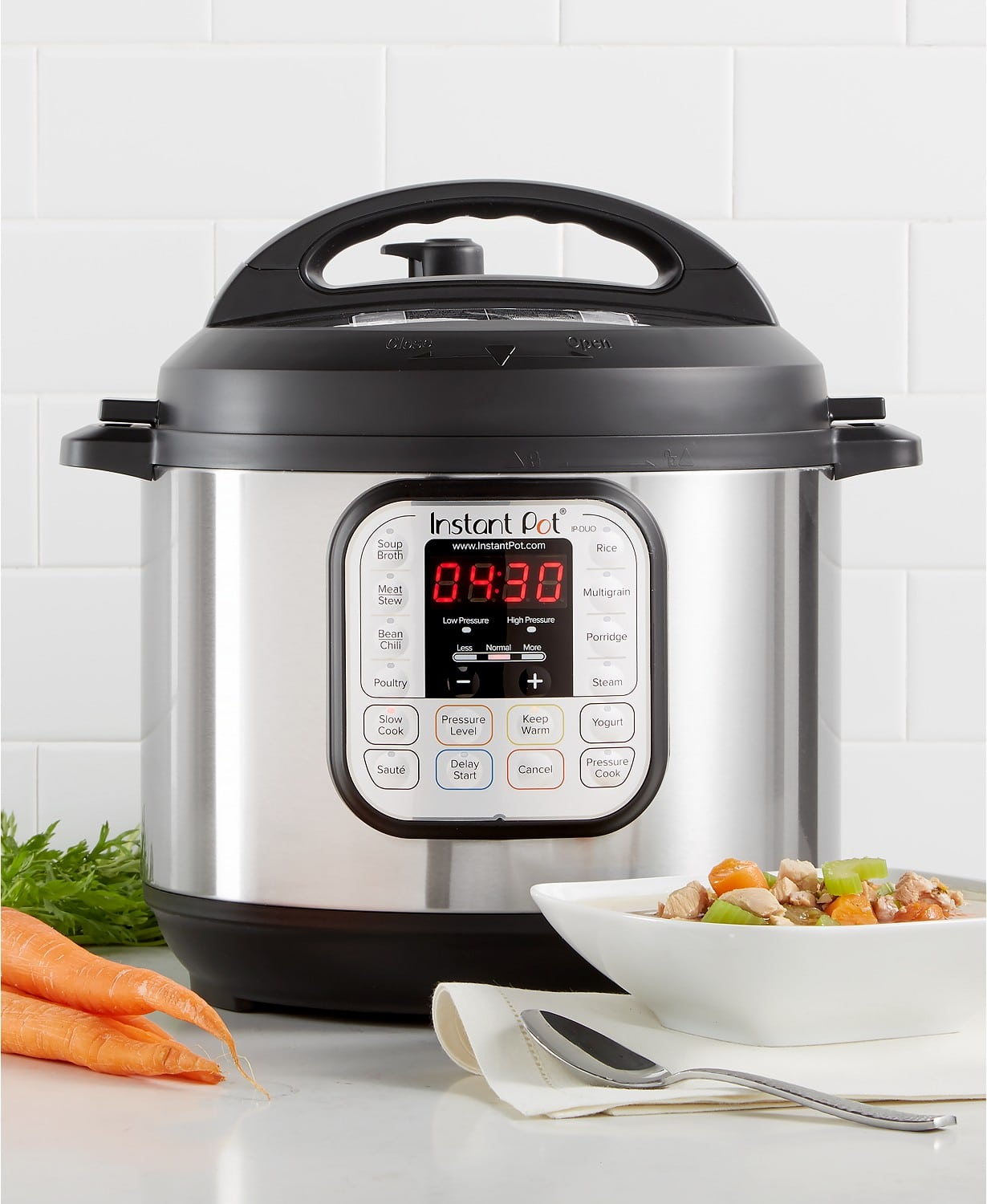 Instant Pot DUO60 7-in-1 Programmable Pressure Cooker 6-Qt gift idea for mothers, mother-in-law and professional chefs